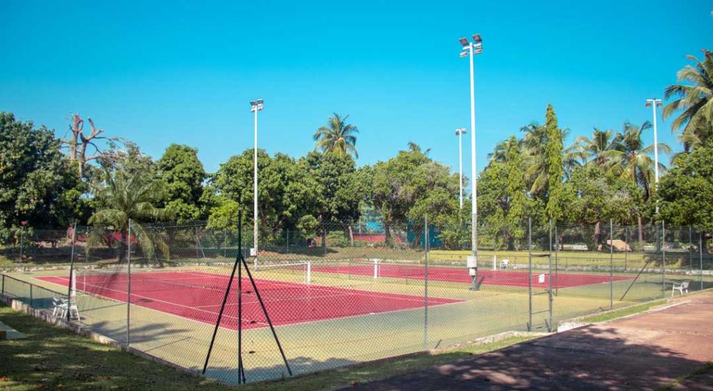 Cours de tennis du Sarakawa