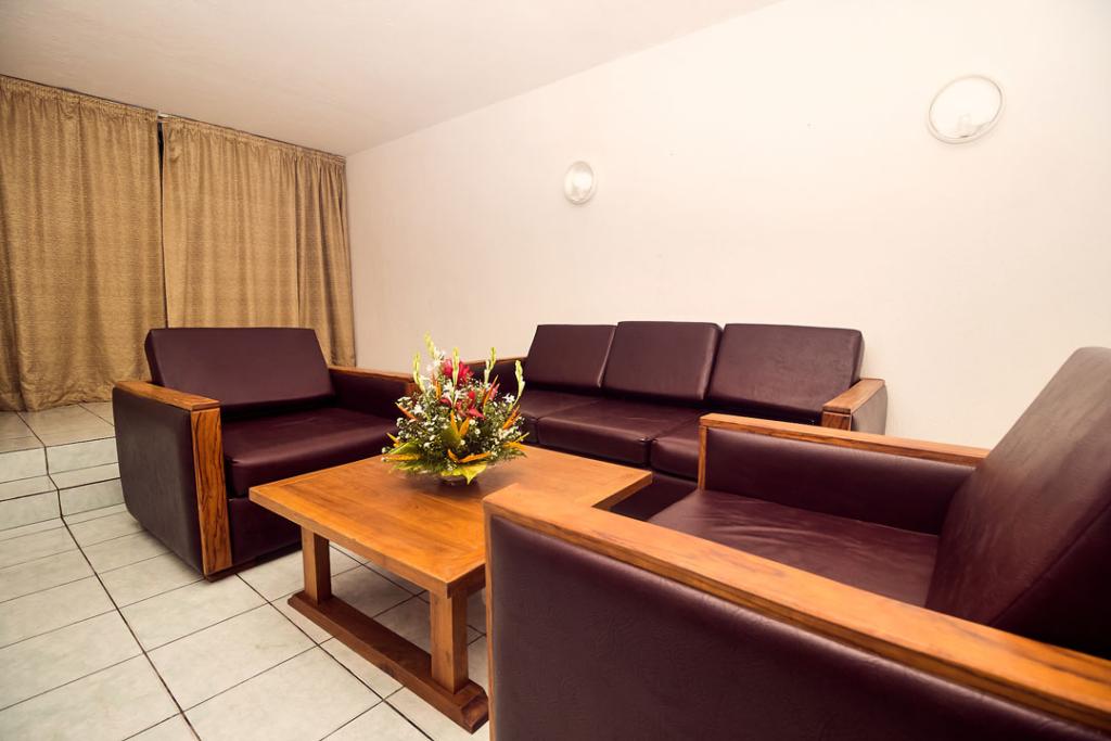Salon bungalow 2 chambres au Sarakawa