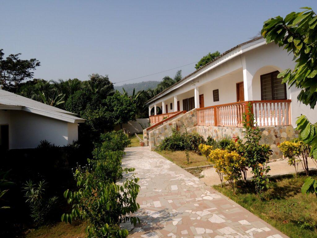 Bâtiments des chambres de l'hôtel chez Félicia
