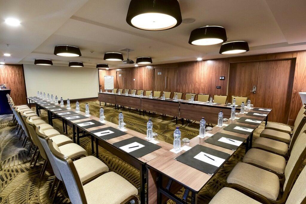 Salle de réunion équipée