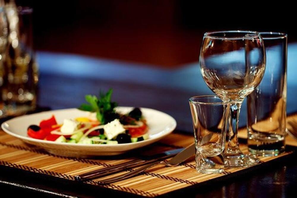 Repas et boisson à l'hôtel Seaside