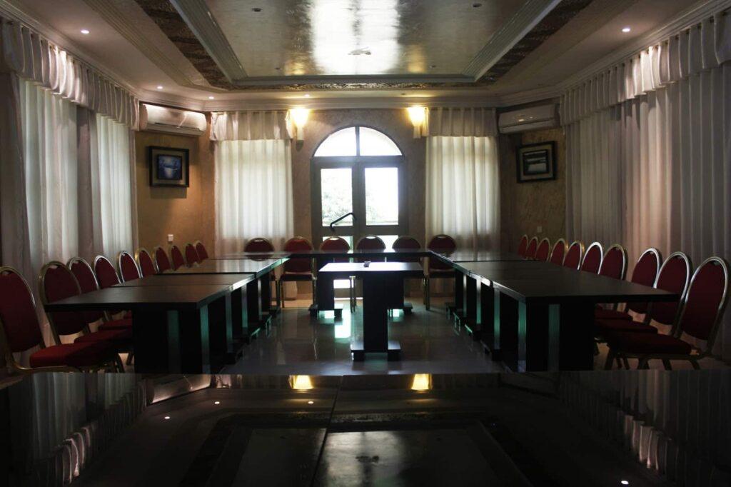 Salle de réunion de l'hôtel El Doria